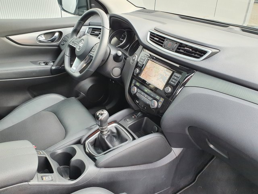"Nissan QASHQAI 1.3 DIG-T 140 Pk Tekna Navigatie, Panoramadak, AVM, Half Leder, 19""Lm"